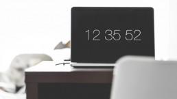 ordinateur montrant le temps restant avant l'examen du bac